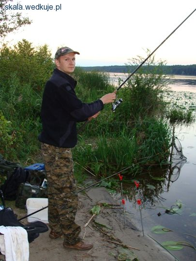 W�dkarstwo gruntowe - zaci�cie i hol ryby - w�dki zestawy, zdj�cia, opinie