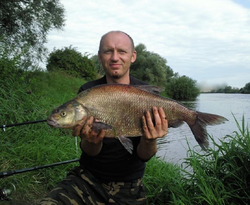 Leszcz(65cm,3kg),rzeka Odra.Z�owiony na kuku z bia�ym robakiem.